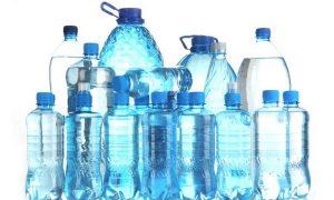 Cẩn trọng với nước uống đóng chai nhựa bị nóng