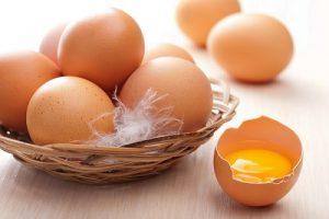 Ăn lòng đỏ trứng gà không làm tăng cholesterol